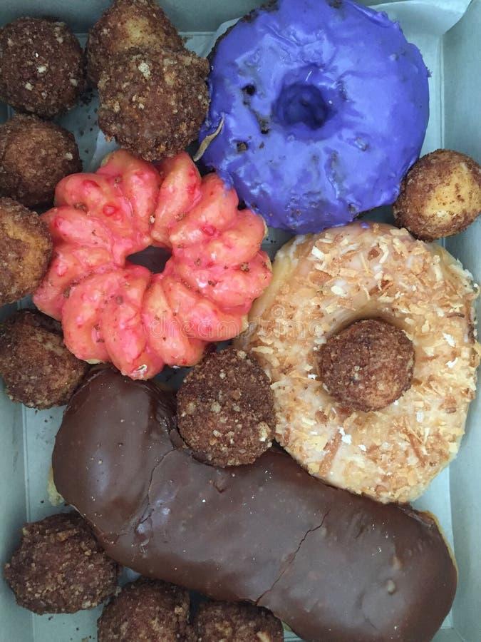 Butées toriques assorties colorées de beignets image stock