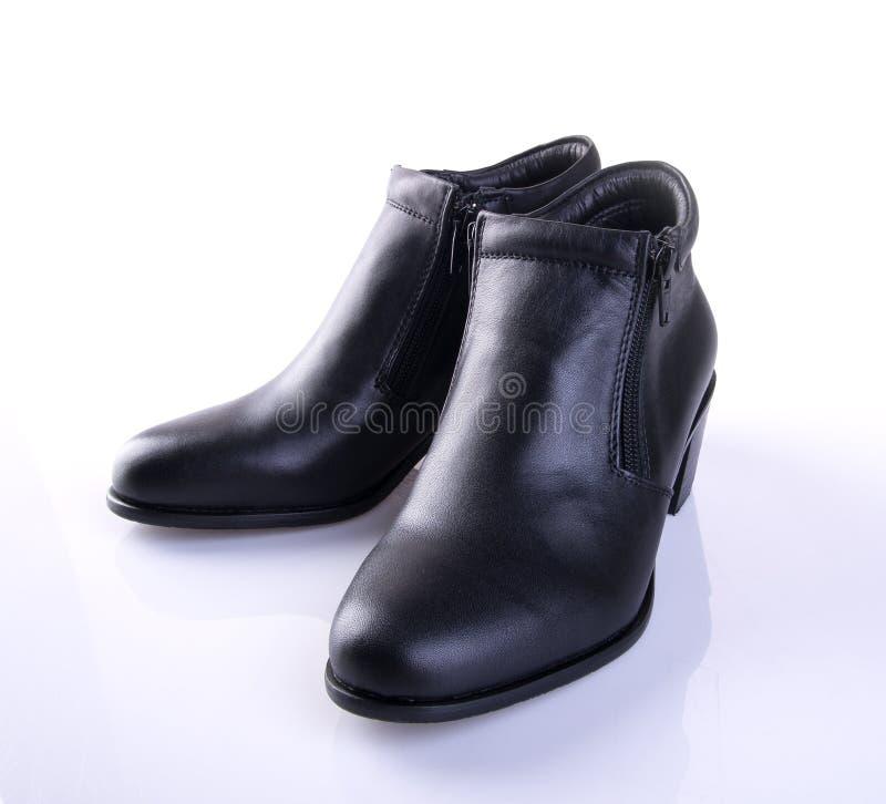 buta lub czerń koloru damy buty na tle obraz royalty free