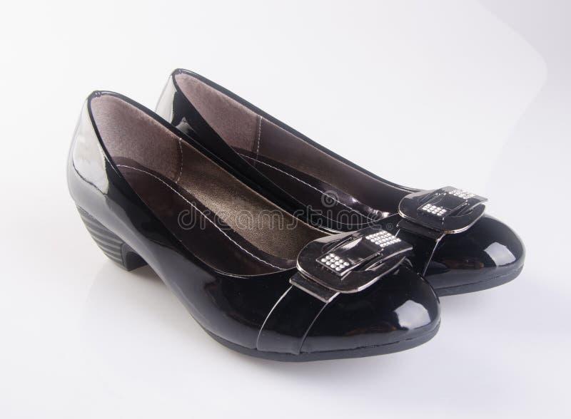 buta lub czerń koloru damy buty na tle zdjęcia royalty free