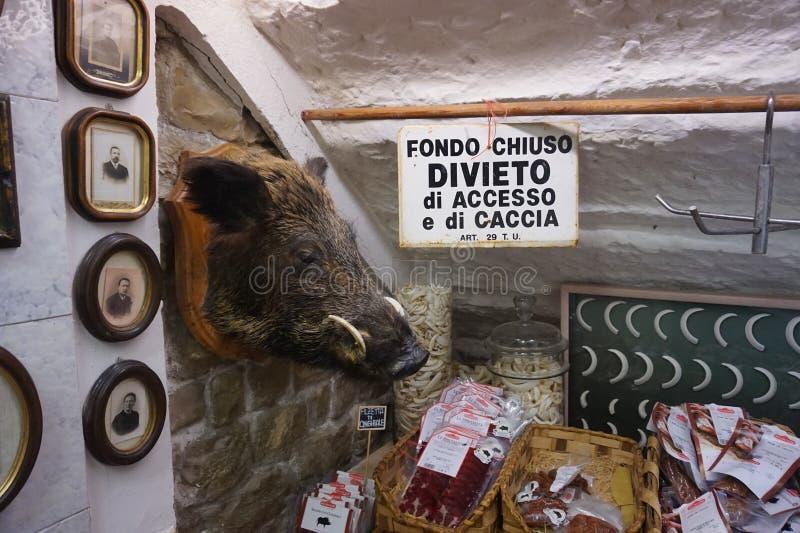 Butchery italiano tradicional - FONDO CHIUSO, DIVIETO di ACCESSO e di CACCIA imagem de stock royalty free