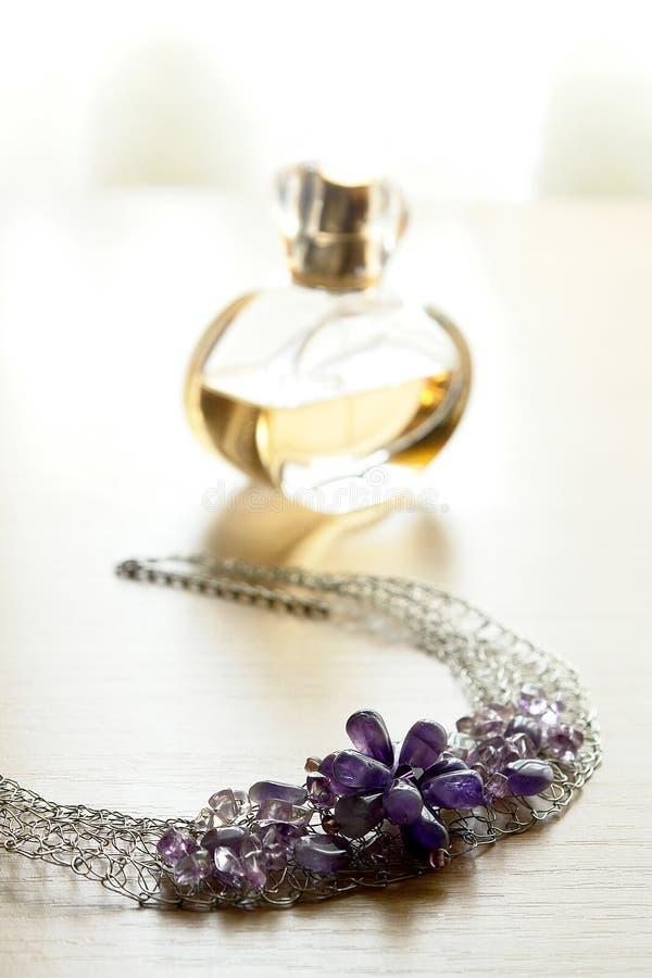 butelkę perfum biżuterii zdjęcia stock
