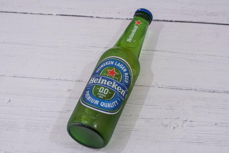 Butelka bezpłatna Heineken alkohol oznakował Lager piwo zdjęcia stock