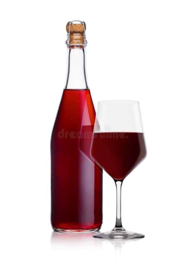 Butelka domowej roboty czerwone wino i szkło z korkiem zdjęcie stock