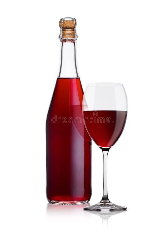 Butelka domowej roboty czerwone wino i szkło z korkiem zdjęcia royalty free
