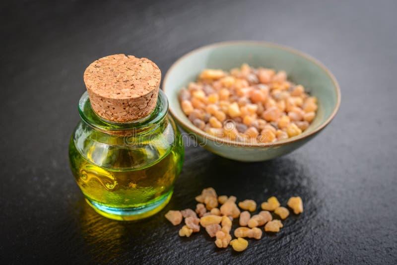 Butelka frankincense istotny olej obraz stock