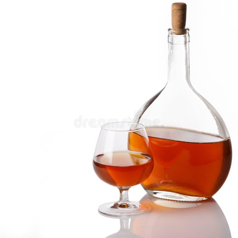Butelka i szkło z koniakiem zdjęcie royalty free