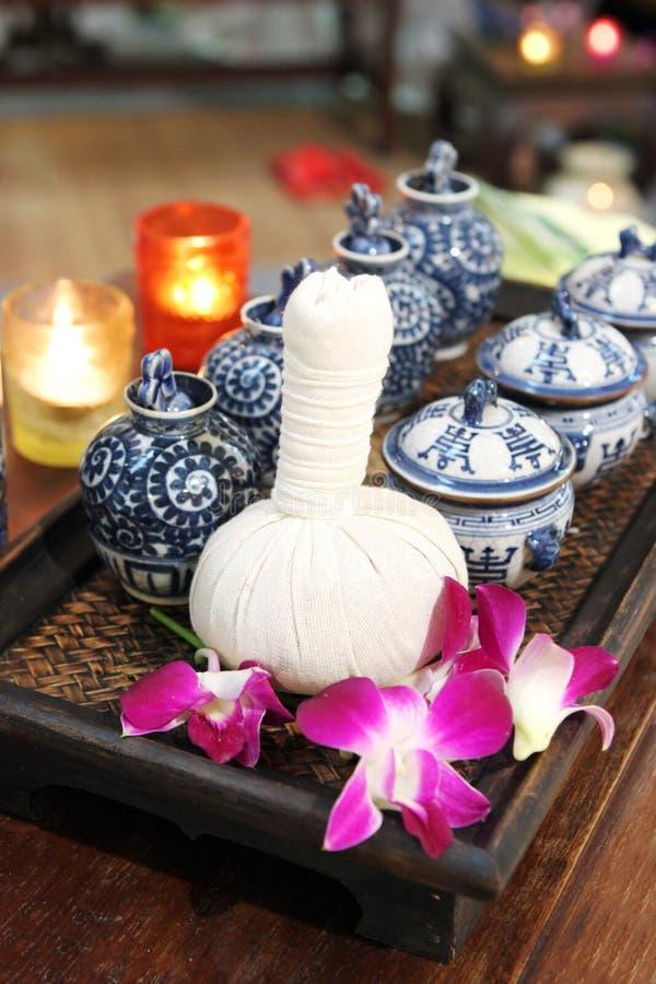 butelka kwiatów spa ziołowy olejów zdjęcie royalty free