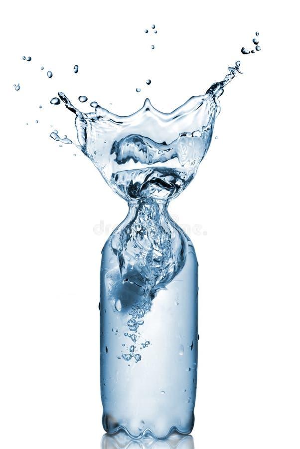 butelka odizolowywająca plastikowa pluśnięcia woda obraz stock