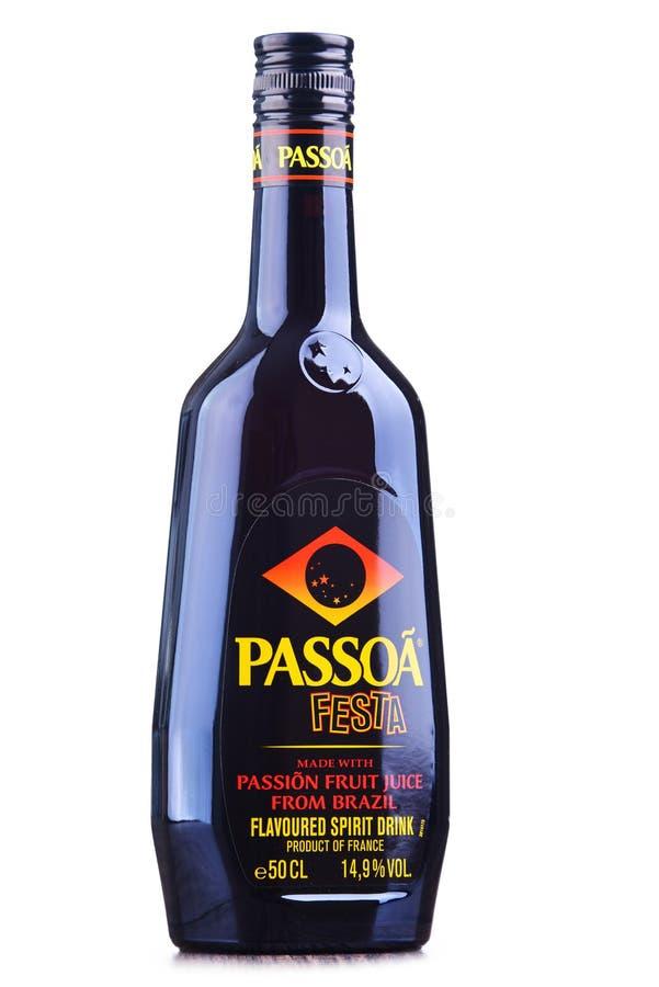 Butelka Passoa, owoc ajerkoniak zdjęcie royalty free