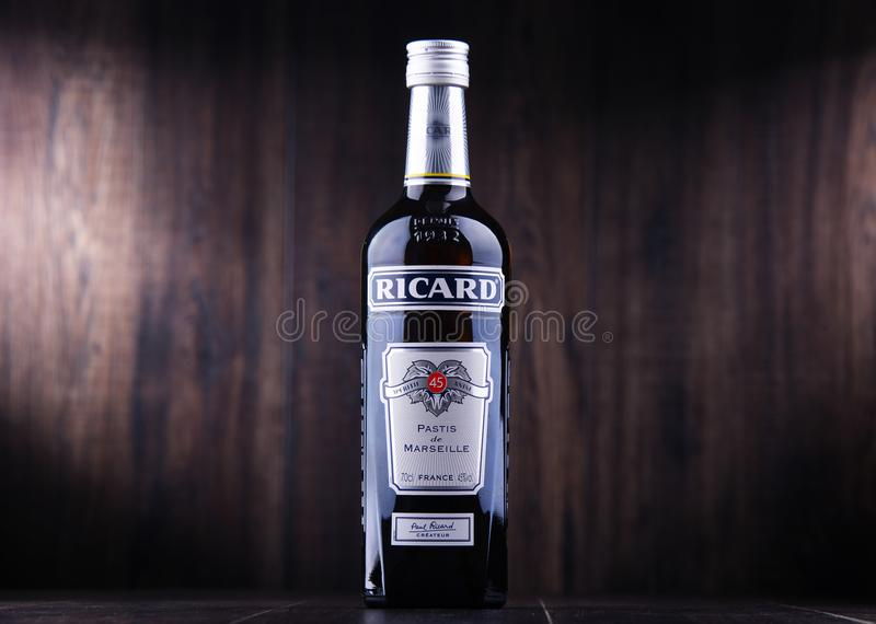 Butelka Ricard, pastis aperitif zdjęcia stock