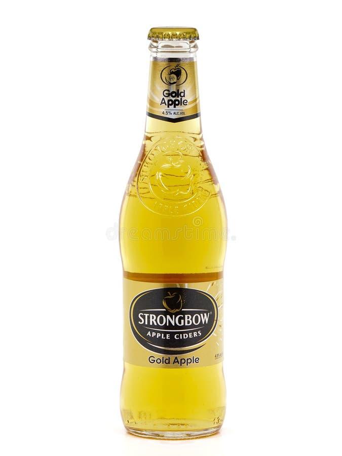 Butelka Strongbow Złocisty Apple, jabłczany cydr zdjęcie royalty free