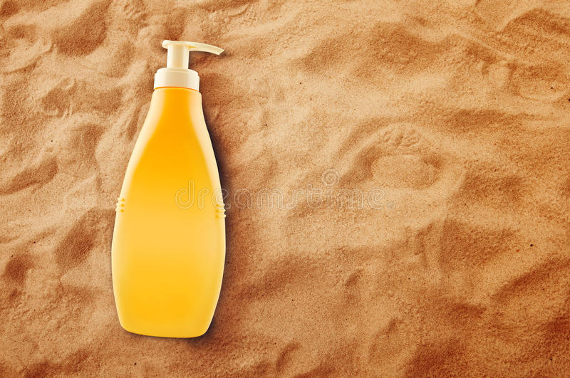 Butelka Sunbath sunscreen lub olej zdjęcia stock