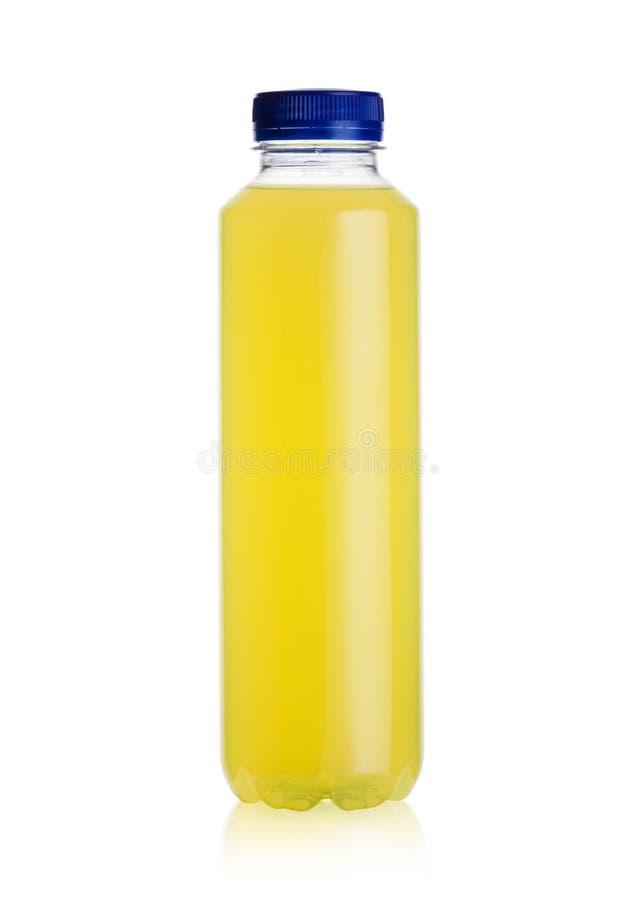 Butelka wodny zasilany energetyczny napój na bielu zdjęcie royalty free