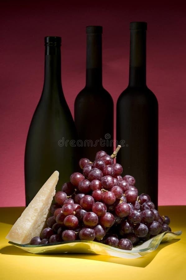 butelki życia winogronowy czerwonego wina cicho zdjęcia stock