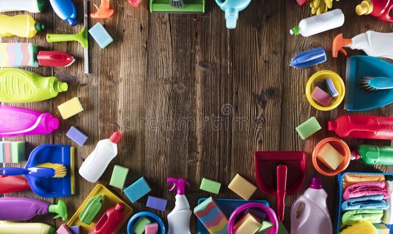 butelki cleaning szczęśliwa target2698_0_ mknąca uśmiechnięta kiści wiosna kobieta zdjęcie stock