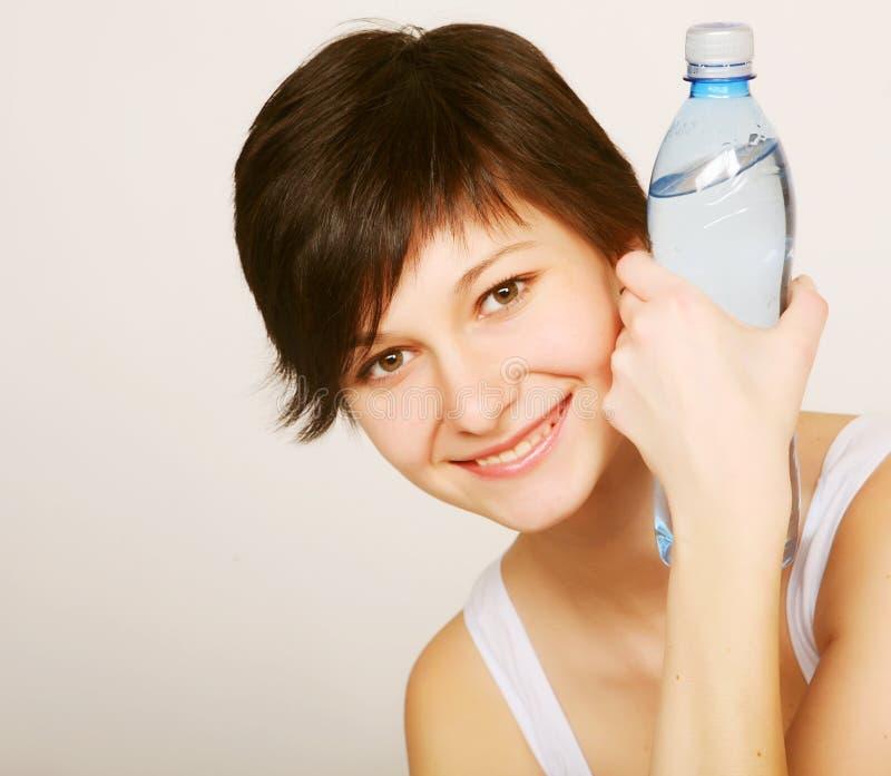 butelki czystej wody kobieta zdjęcie stock