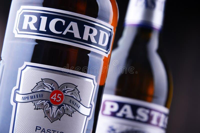 Butelki dwa sławnego pastis ajerkoniaka: Ricard i Pastis obraz royalty free