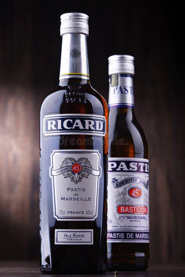 Butelki dwa sławnego pastis ajerkoniaka: Ricard i Pastis obraz stock