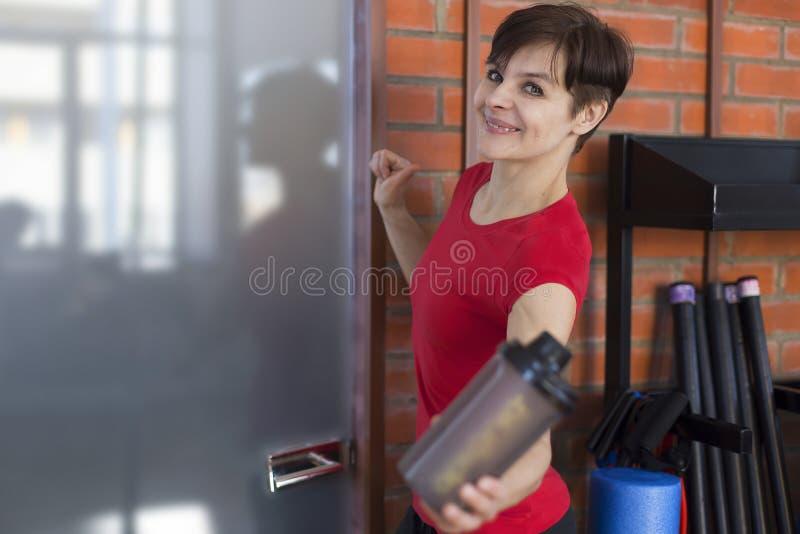 butelki gym wody kobieta zdjęcia royalty free