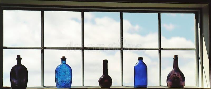 Download Butelki okno obraz stock. Obraz złożonej z zrównoważony - 138891