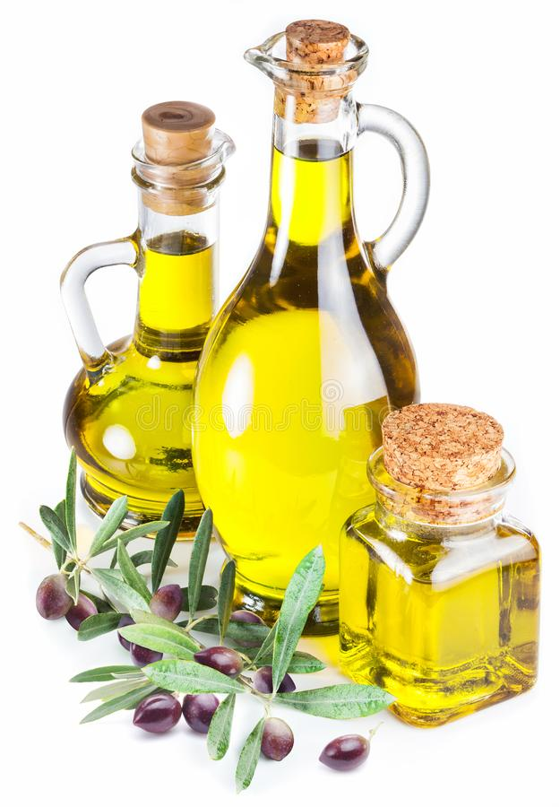 Butelki oliwa z oliwek i oliwki jagody na białym tle obrazy royalty free