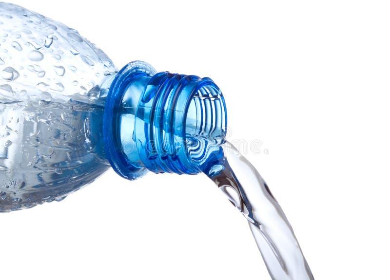 butelki puszka plastikowa dolewania woda obrazy royalty free