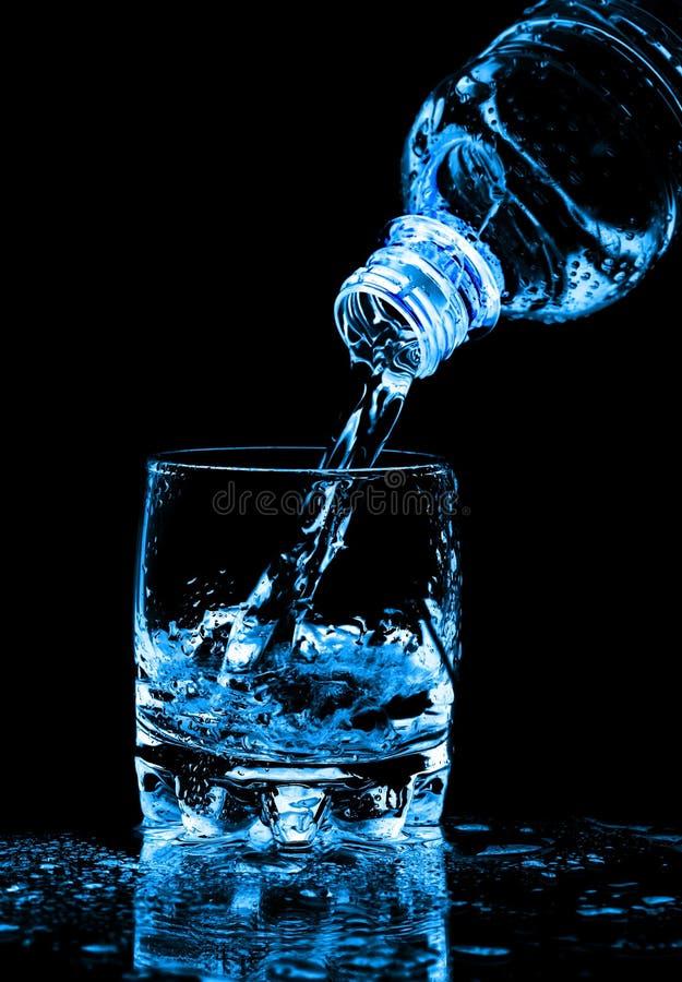 butelki szkła chełbotania woda zdjęcie royalty free
