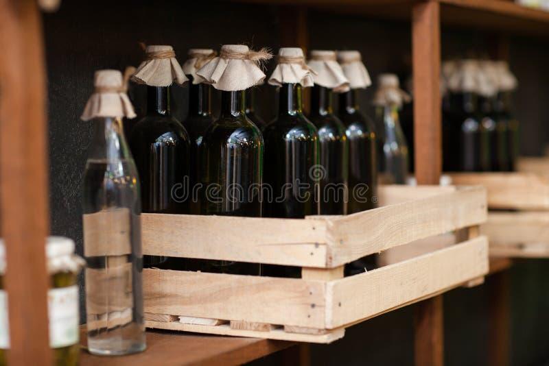 Butelki wino bez etykietek, Moldovan obrazy stock