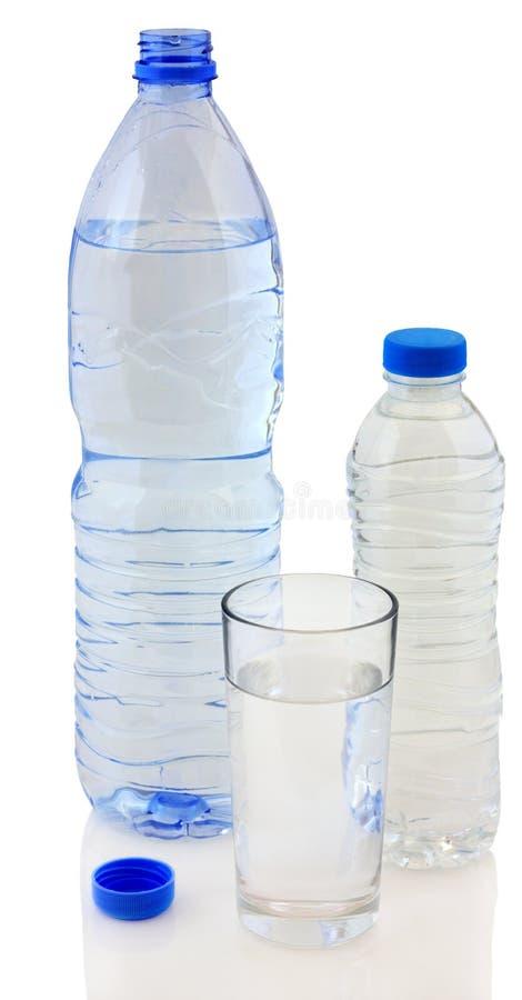 Butelki woda i szkło zdjęcia royalty free
