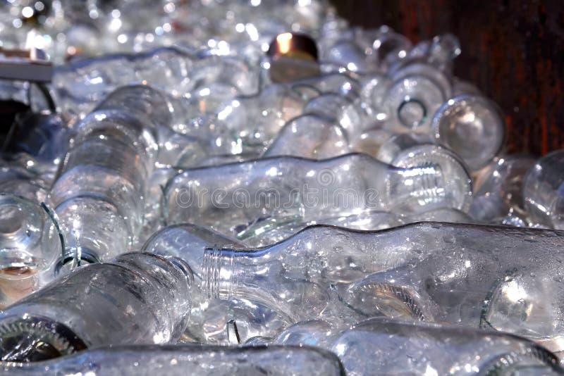 butelkuje zbiornika target1618_0_ ekologiczny szklany obrazy stock