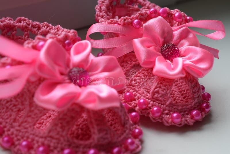 Butins tricotés de chéri image stock