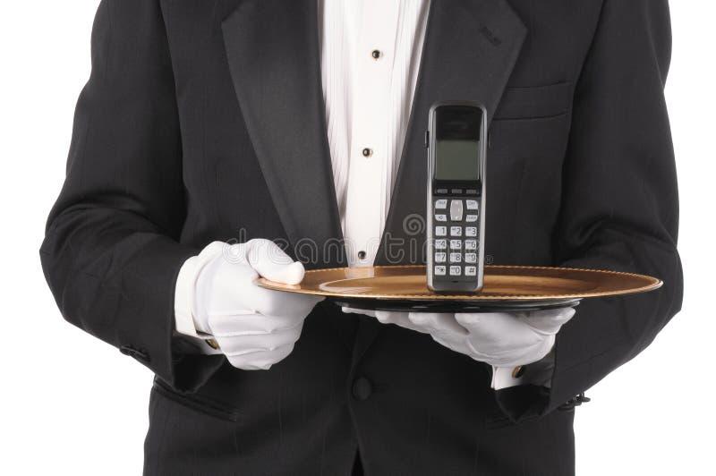 Butler mit Telefon auf Tellersegment stockbilder
