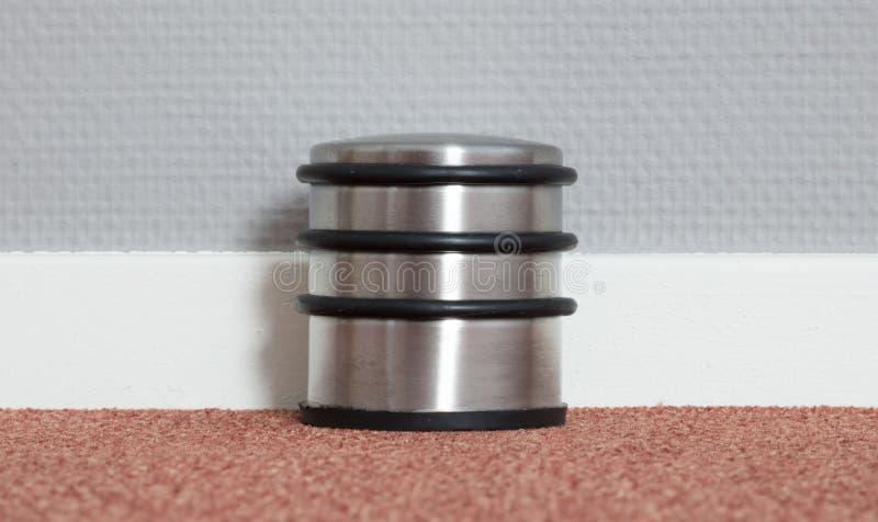 Butoir de porte poussiéreux dans une maison moderne image stock