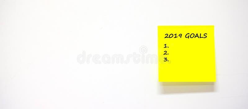 2019 buts textotent avec le papier de note de bâton ou le post-it sur le fond blanc photographie stock