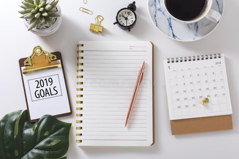 2019 buts textotent sur le presse-papiers avec le carnet images libres de droits