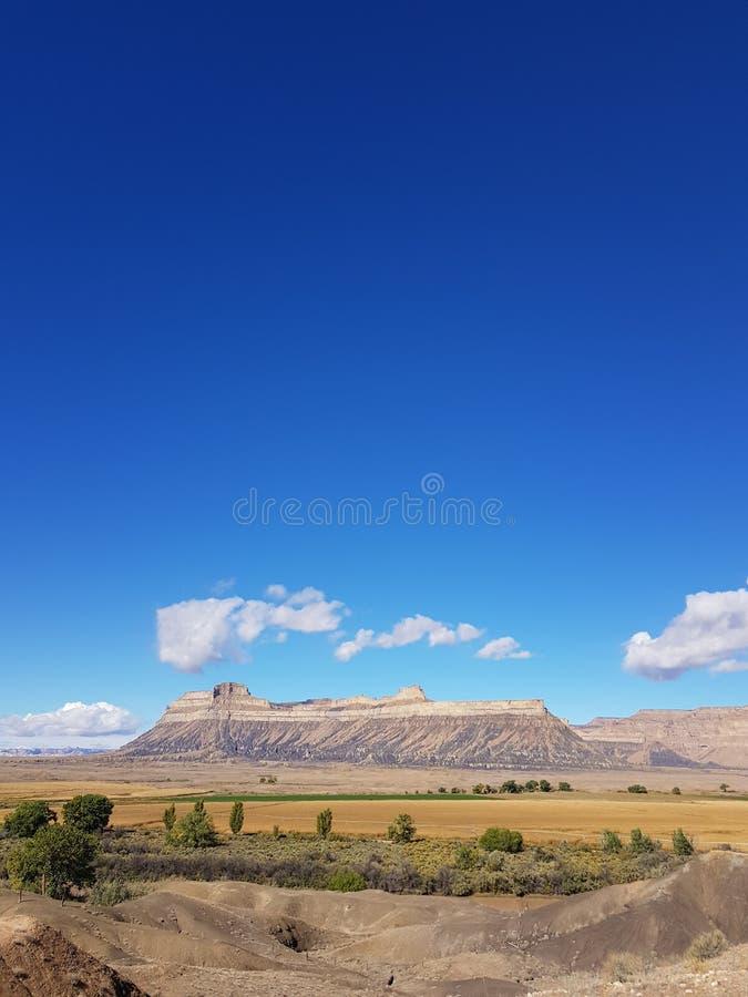 Butte линкора под голубым небом стоковые фотографии rf