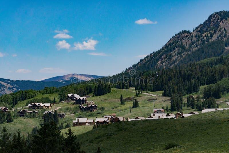 Buttecolorado-Berglandschaft mit Haube lizenzfreies stockbild