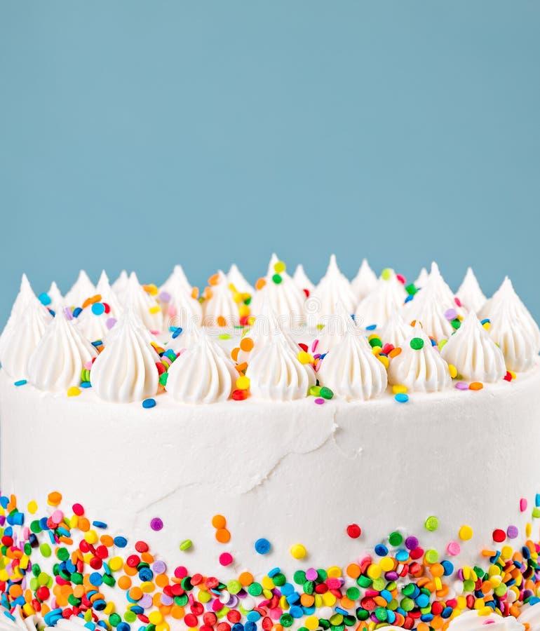 Buttercream födelsedagkaka med stänk royaltyfri fotografi