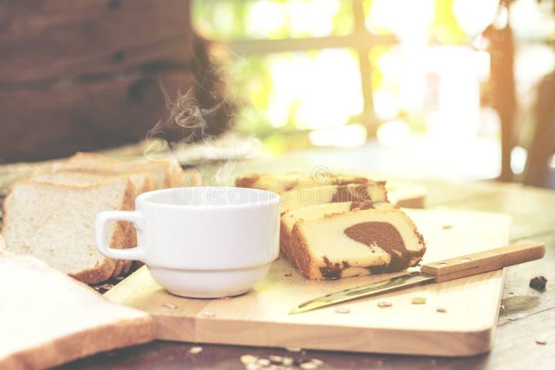 Butterkuchen und -kaffee lizenzfreies stockbild
