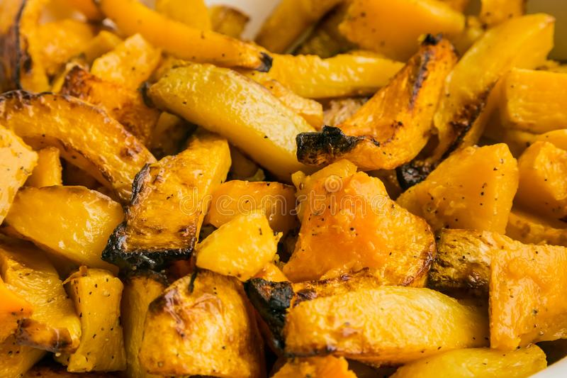 Butternut fraîchement cuit au four de potiron pour approvisionner à un d'entreprise même images stock