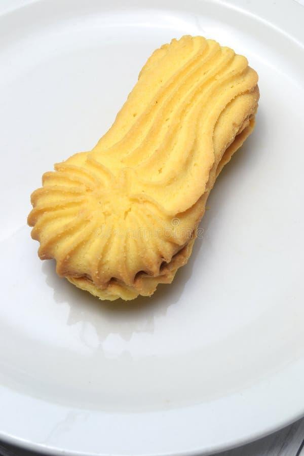Butterplätzchenkuchen in einer Platte stockfotos
