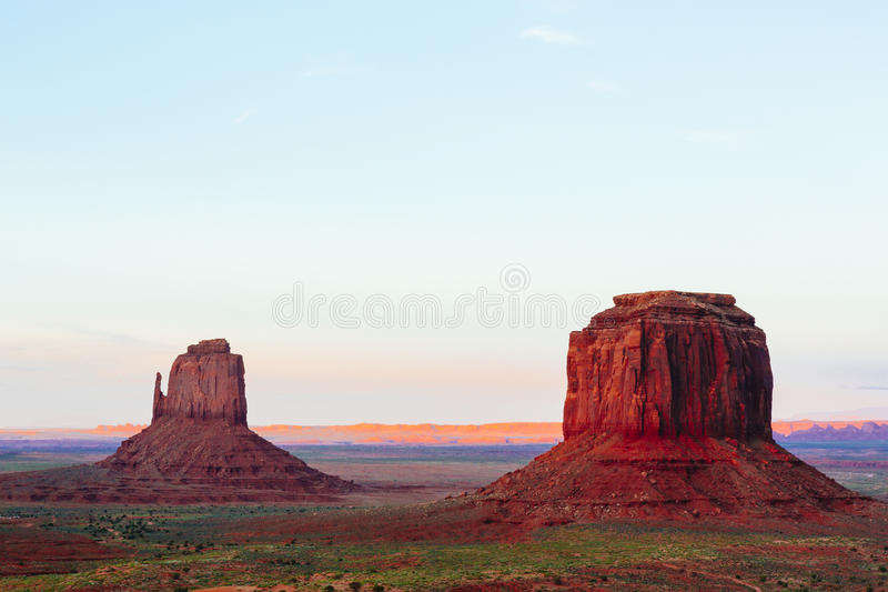 Buttes au coucher du soleil, les mitaines, Merrick Butte, vallée de monument, A photos libres de droits