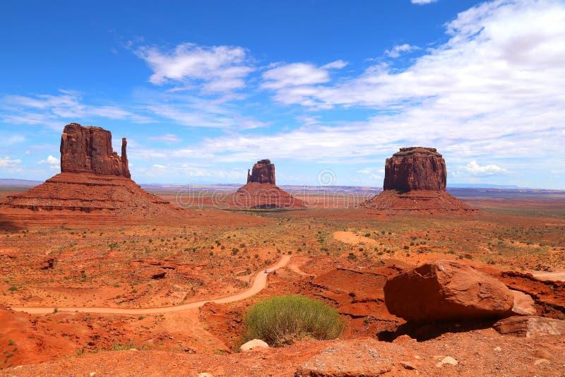Buttes på monumentdalen i USA royaltyfri foto
