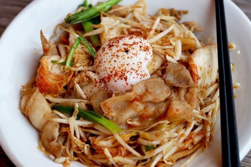 Buty Kimchi Kimchi i wieprzowiny dłoniak z onsen tamago jajko obrazy royalty free