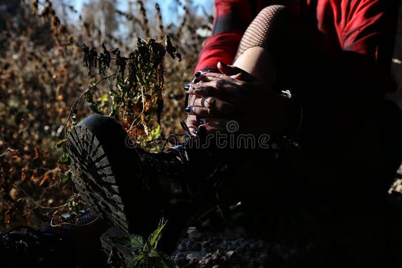 Buty na kobiety ` s nogach zdjęcie royalty free