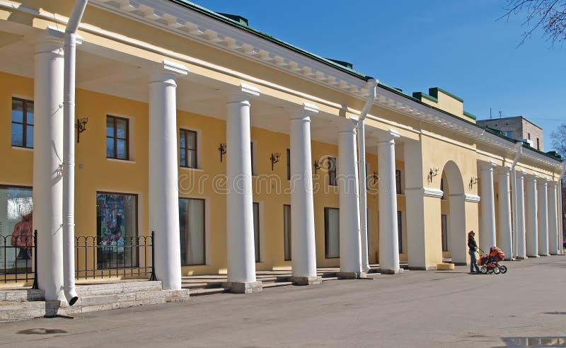 buurt van St Petersburg De bouw van Gostinydvor stock afbeelding