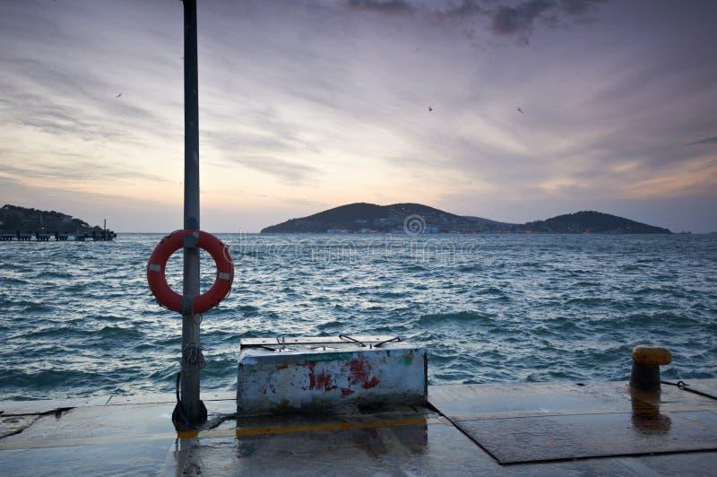 Buyukada,日落的伊斯坦布尔pictursque码头  免版税库存图片