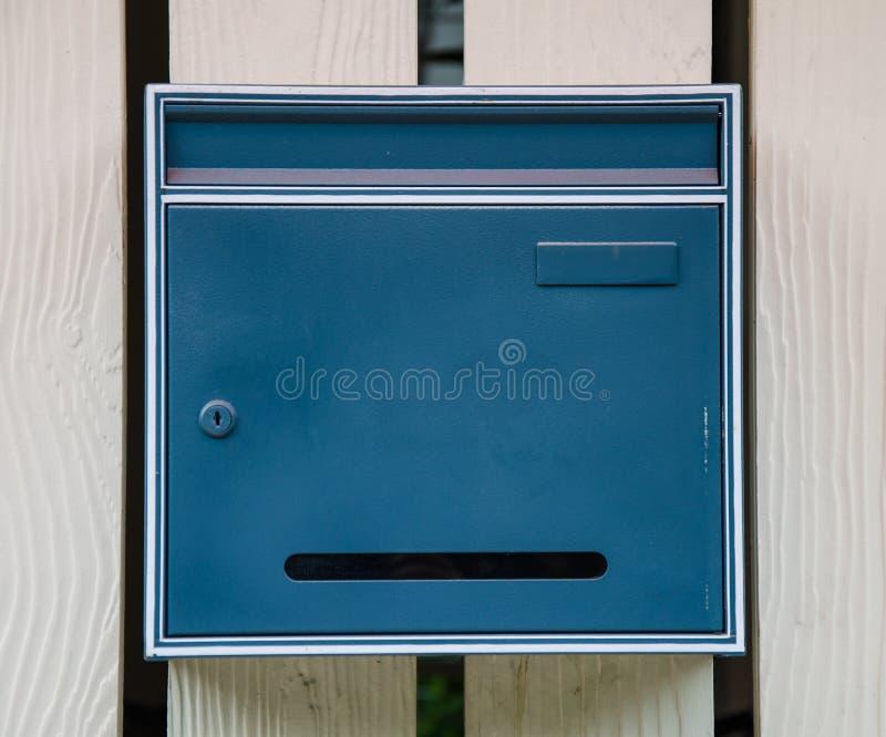 Buzón azul fotos de archivo libres de regalías