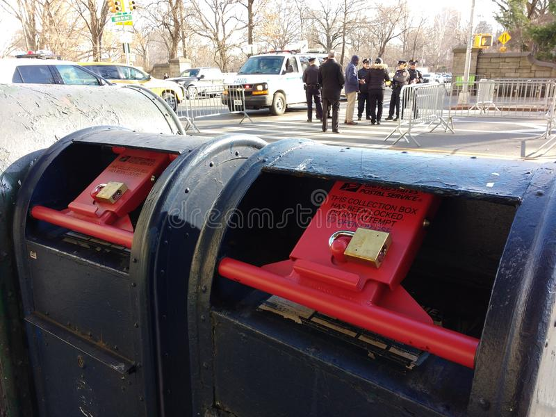 Buzón de correos, buzón bloqueado, NYC, NY, los E.E.U.U. fotos de archivo