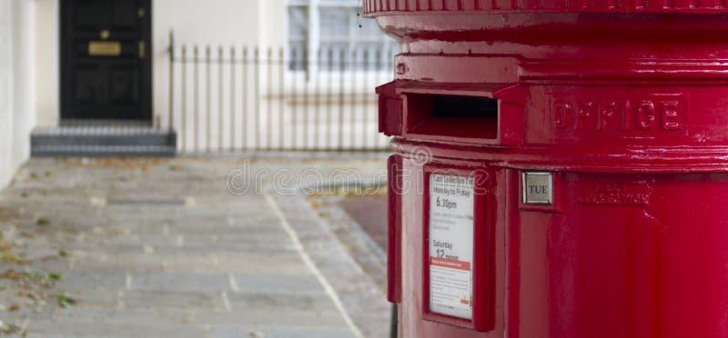Buzón de correos en Londres fotos de archivo